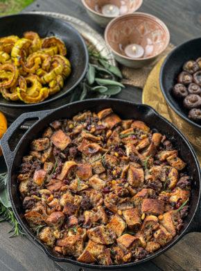 Condimento di bisonte alla griglia con ciliegie e noci immagine articolo